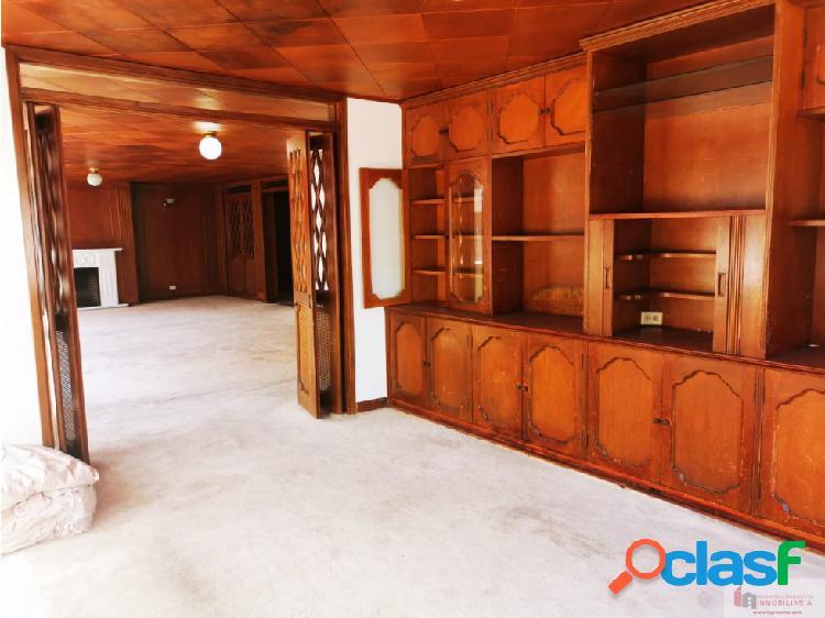 Apartamento en venta para remodelar en el Chicó