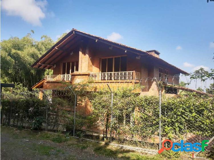 Se renta casa campestre vía armenia