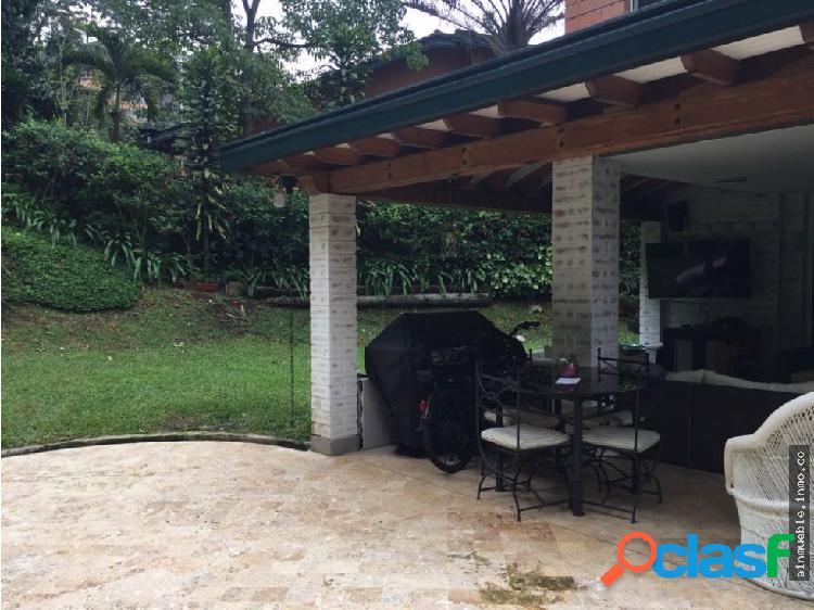 Casa amplia con jardín y zonas verdes en san lucas