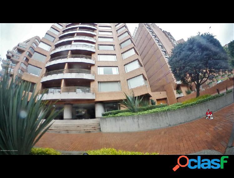 Apartamento en arriendo los rosales rah c.o 20-23