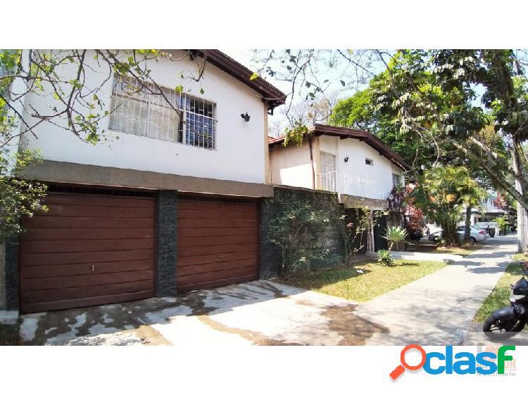 Casa lote esquinera en venta suramericana