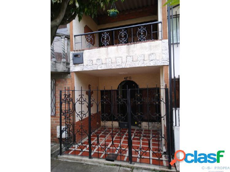 Se vende casa en portal de las palmas