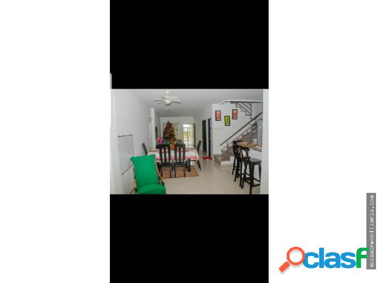 Casa esquinera de 2 pisos b/monte verde