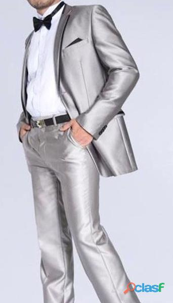 Alquiler trajes elegantes para hombres jóvenes