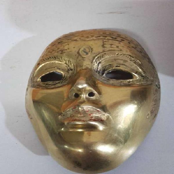 Antigua máscara en bronce 11cm ancho 15cm alto, peso 296