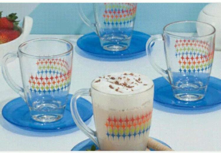 Set de 4 mugs y 4 platos marca cristar