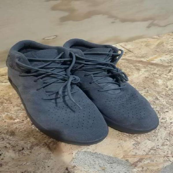 Adidas originales en bota