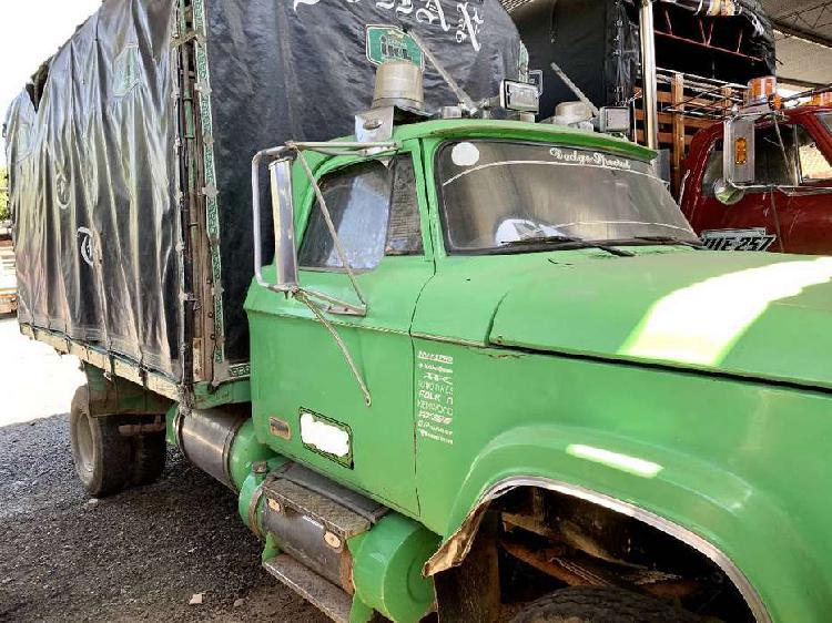 Camioneta dodge d300 verde motor 5200 a gasolina