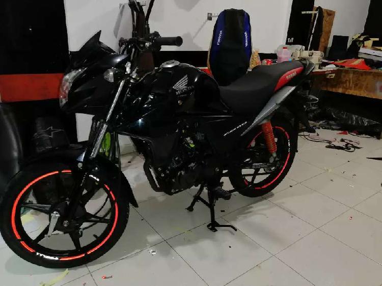 Se vende hermosa moto honda cb 110 negra