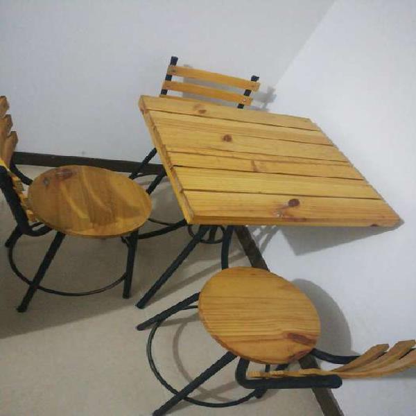 Mesa restaurante madera cuatro sillas