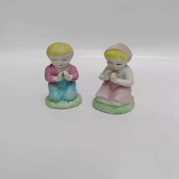 Porcelana niño en oración antiguo japan