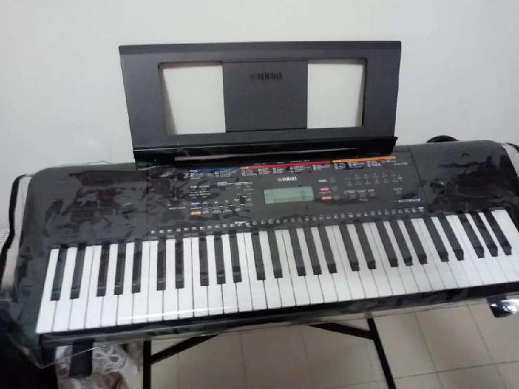 Vendo teclado yamaha psr e263