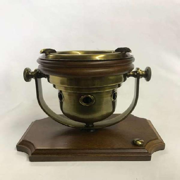 Cenicero en bronce y madera en forma de lampara