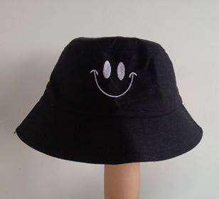 Bucket hat (sombrero de pescador) negro