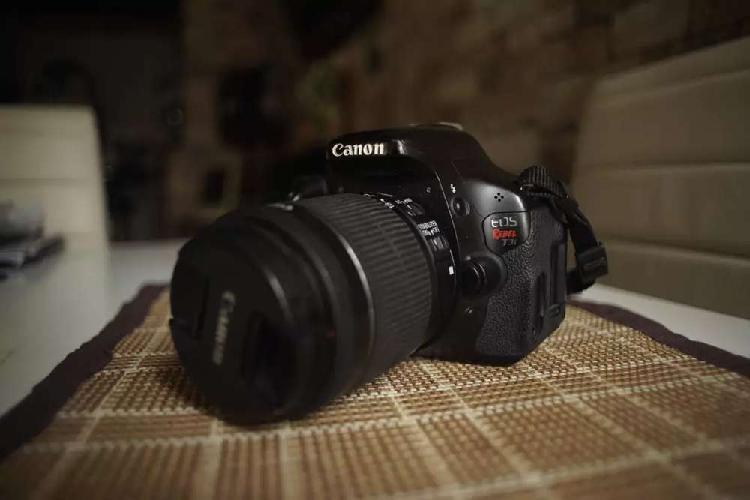 Cámara profesional canon t3i + lente 18-55mm stm