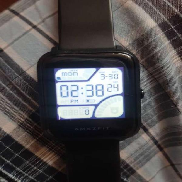 Se vende reloj amazfit original con cargador. muy bien