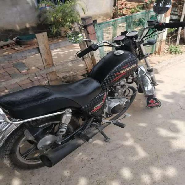 Se vende moto en buen estado gn año 2013