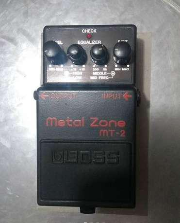 Pedal análogo boss metal zone mt-2