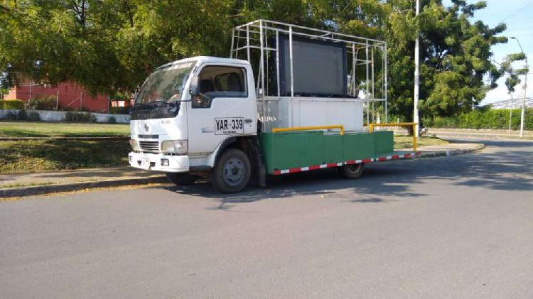Camión modelo 2006 de carga vendo permuto