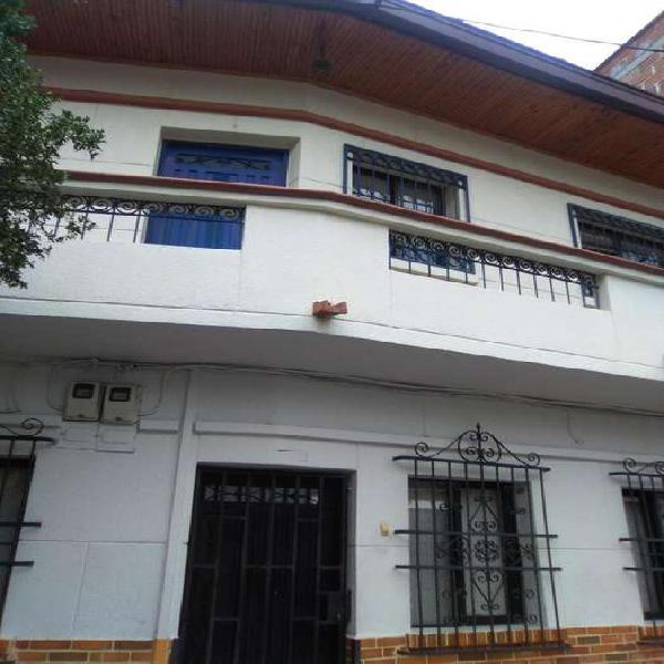 Casa en medellin, sector la america, segundo piso