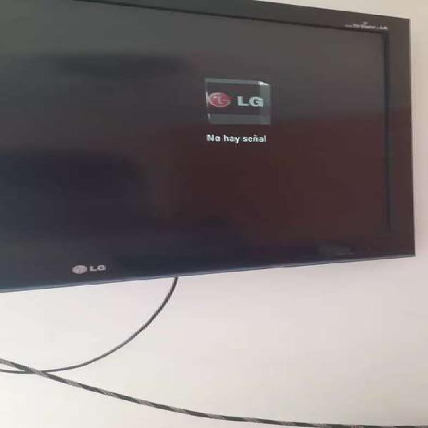 Tv lg pantalla partida todo lo demas en perfecto estado