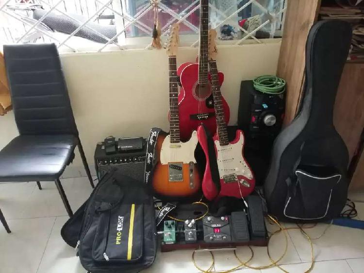 Vendo combo 3 guitarras 2 eléctricas fender, 1
