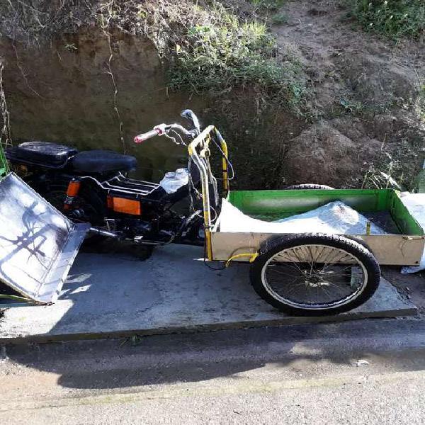 Vendo moto triciclo en acero listo para trabajar