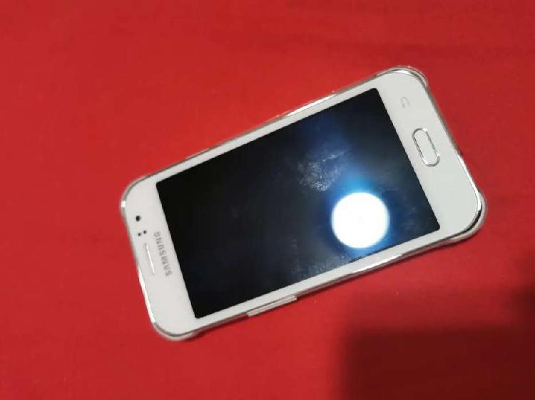 Samsung j1 ace nuevo esta solo sin accesorios