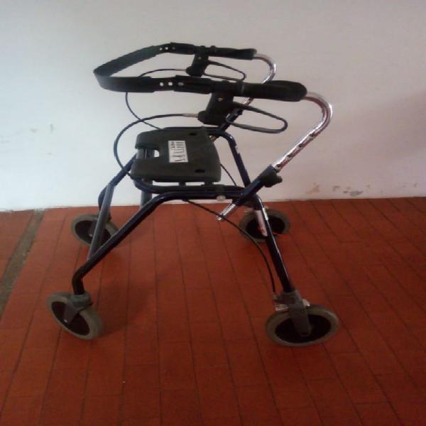 Vendo caminador ajustable con silla para adulto mayor