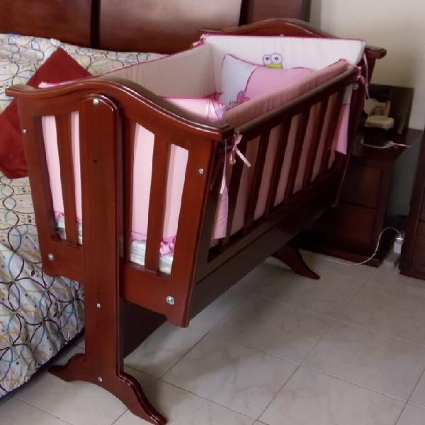 Vendo moisés en madera incluye colchón