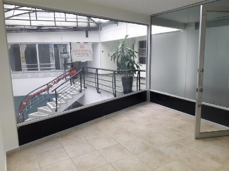 Alquilo oficina en el centro de pereira; área de 25 metros