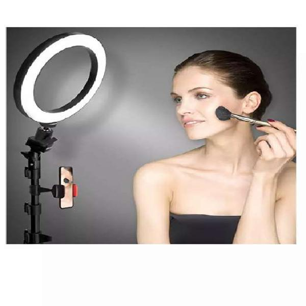 Anillo de luz con trípode y soporte para teléfono móvil.