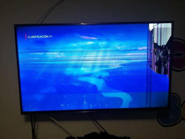 Se vende smart tv de 43 pulgadas pantalla partida