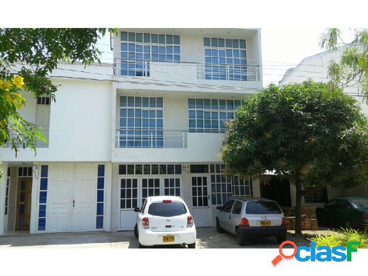 Casa de 3 pisos (piso 1 apto independiente)