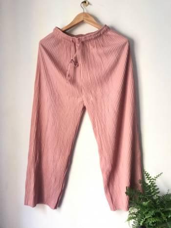 Hermoso pantalon plizado nuevo