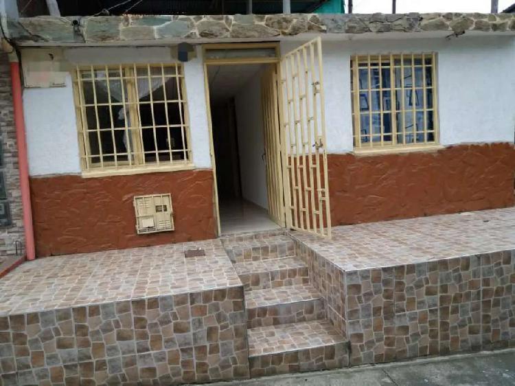 Casa con plancha en el b/ villa liliana