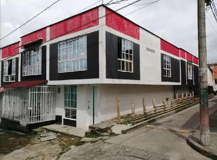 Casa esquinera de 2 pisos en la patria de las casas nuevas