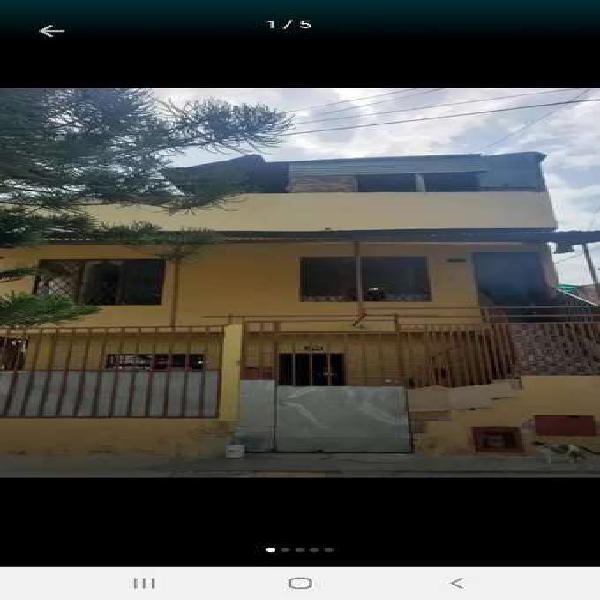 Casa de tres pisos esquinera 4434232