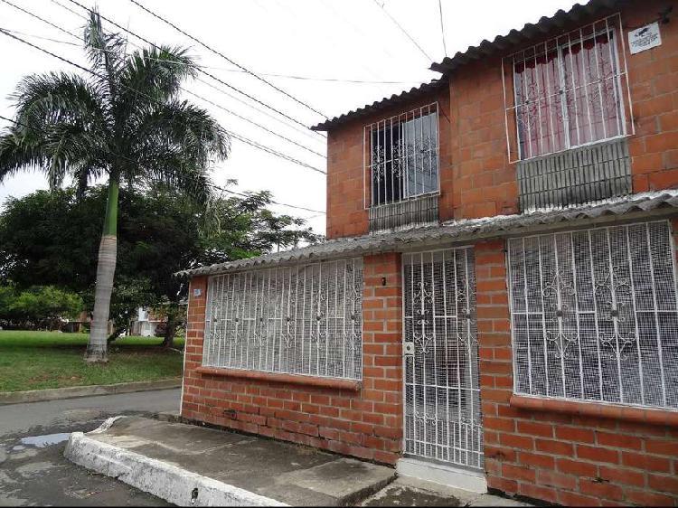 Casa esquinera en venta en jamundi barrio cantabria