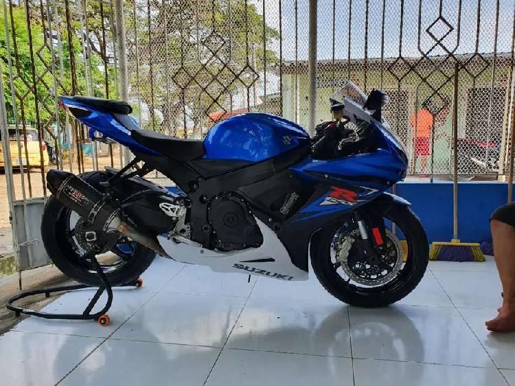 Hermosa moto como nueva suzuki gsx r600 modelo 2015 con