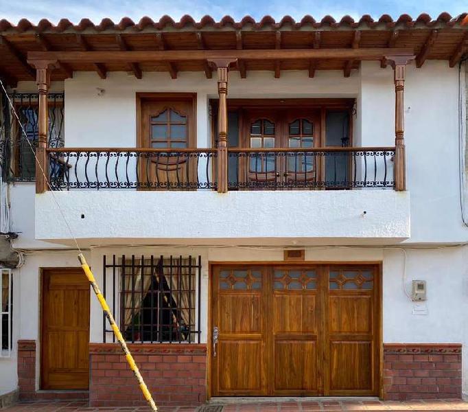 Se vende casa en el carmen de viboral ganga