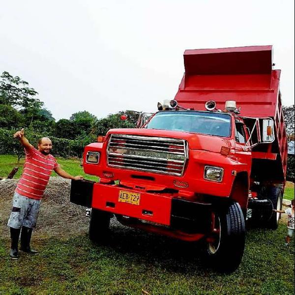 Volqueta ford 7000 en acacías