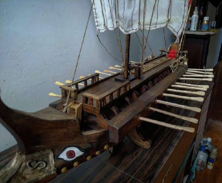 Barco birreme griego