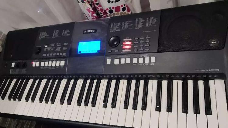 Vendo Organeta Yamaha Psr E 423.