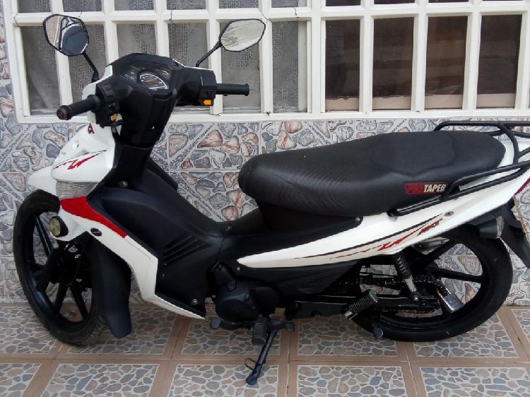 Vendo moto akt especial 110 3500.000 blanca negociable