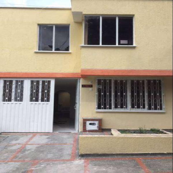 Alquilo casa urbanizacion departamental