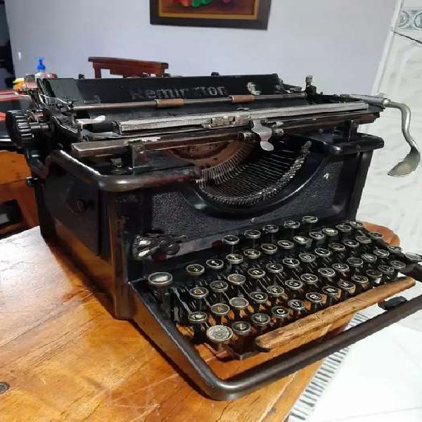 Antigua máquina de escribir remington de 1927