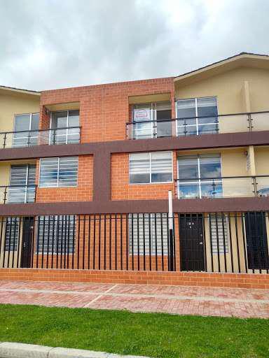 Casa en venta en centro comercial balcones de serrezuela