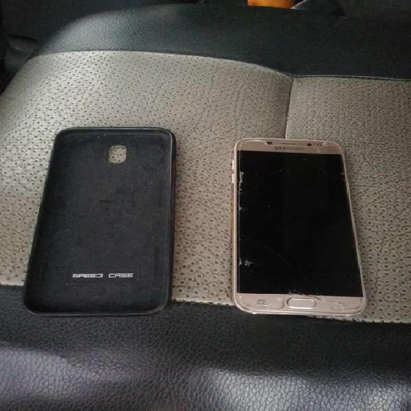 Vendo celular con pantalla partida samsung j7 pro dorado de