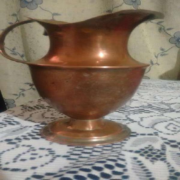 Jarra en bronce antigua hermosa única